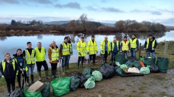 Volunteers clean up River Foyle